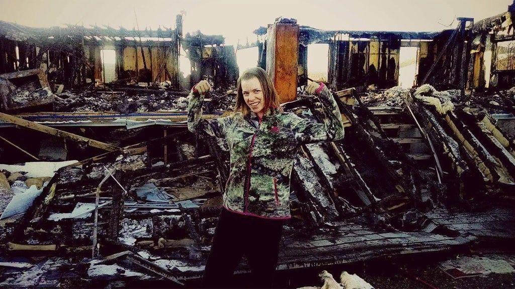 """""""Atravesé el fuego por mi hija"""": una madre salva a su pequeña de morir quemada en el incendio de su casa"""