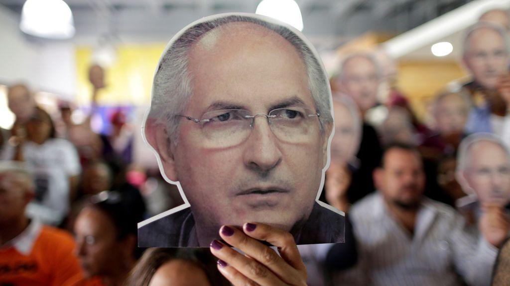 El opositor Antonio Ledezma huye de Venezuela tras mil días bajo arresto domiciliario