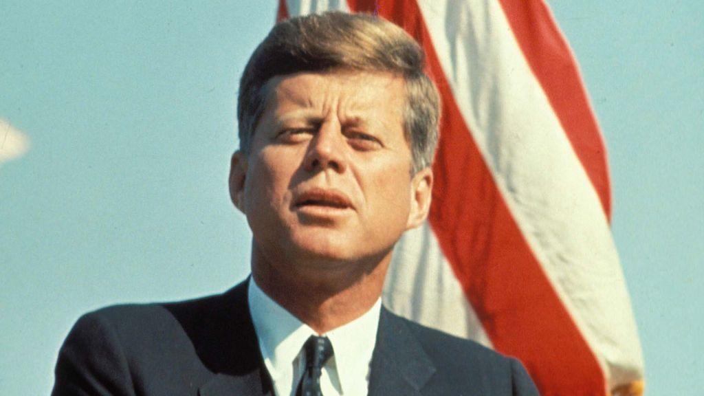 ¿Conspiración en Madrid? Periodistas cubanos hablaron del asesinato de Kennedy en un bar de la capital