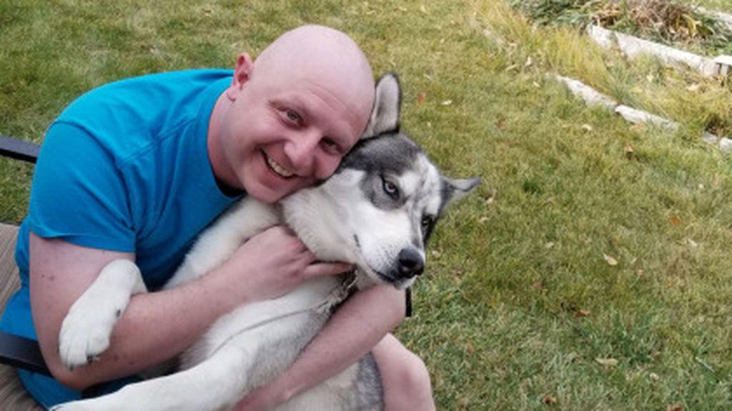 Descubre que tiene cáncer testicular gracias a su perro