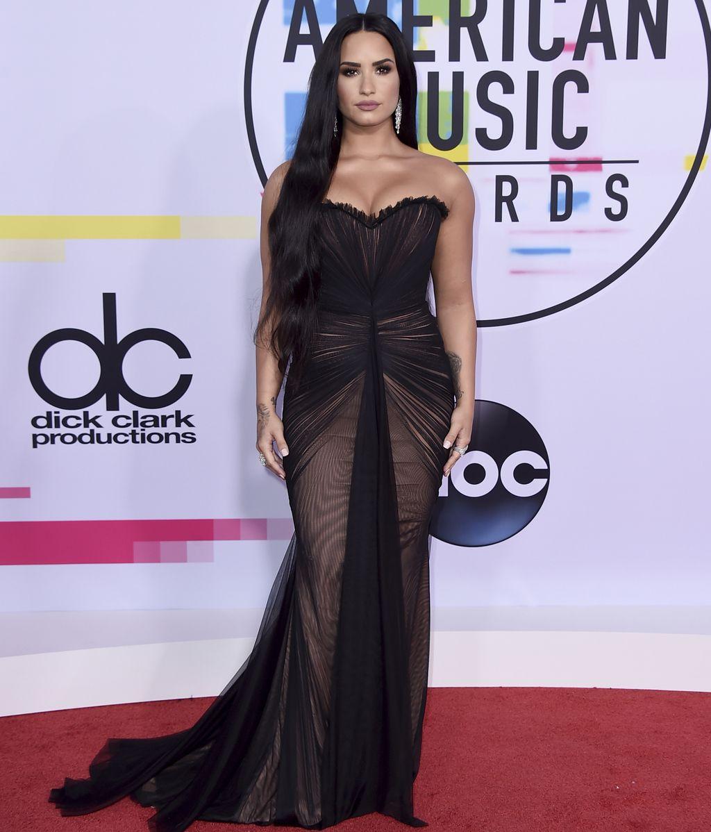 Demi Lovato, con 'melenón' y vestido de tul drapeado de la firma Ester Abner