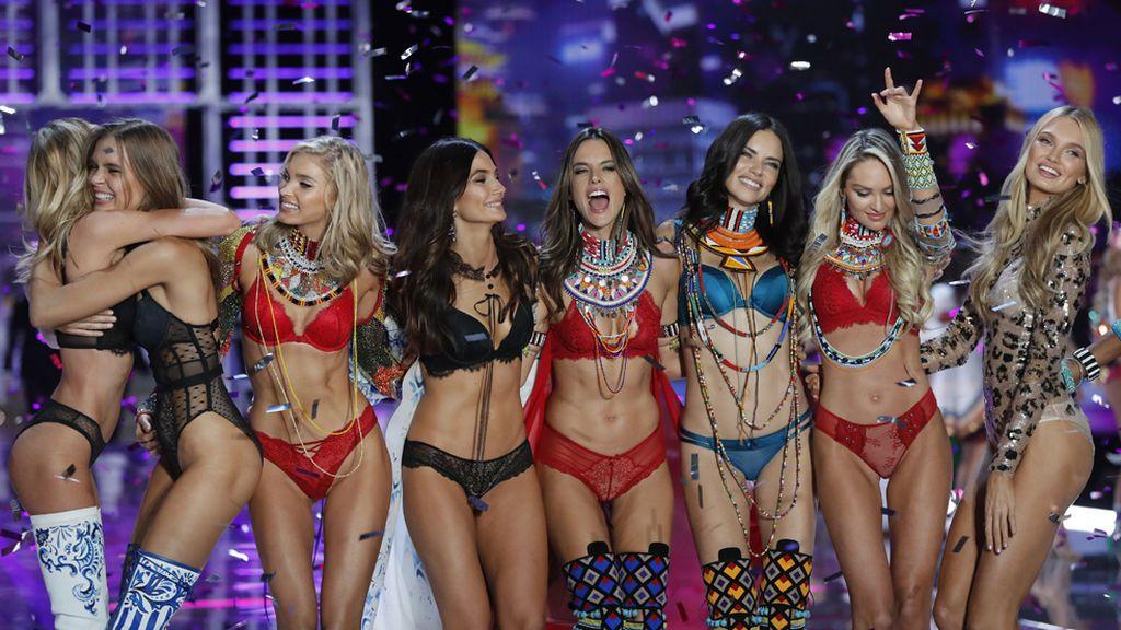 Los ángeles de Victoria's Secret deslumbran con un espectacular desfile en Shanghái
