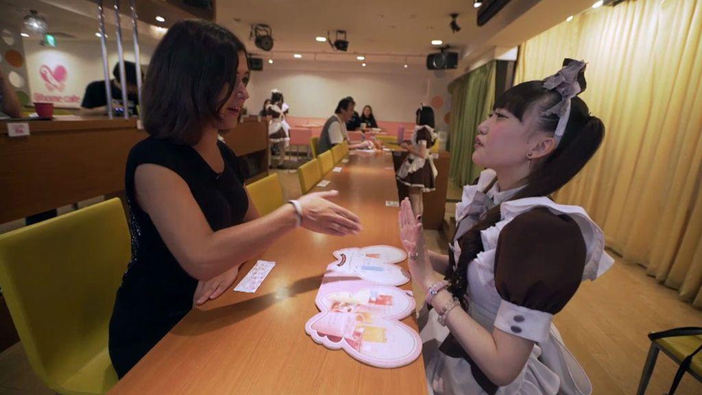 Los 'maid café' o 'café de sirvientas', una forma de sentirse acompañado en Tokio