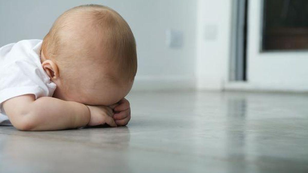 Su bebé se fractura el cráneo después de caer desde una altura de 3 metros