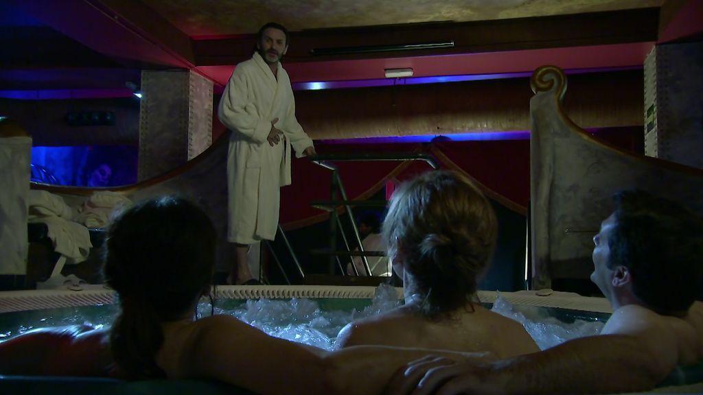 Fermín y Menchu afianzan su relación… ¡en un local de swingers!