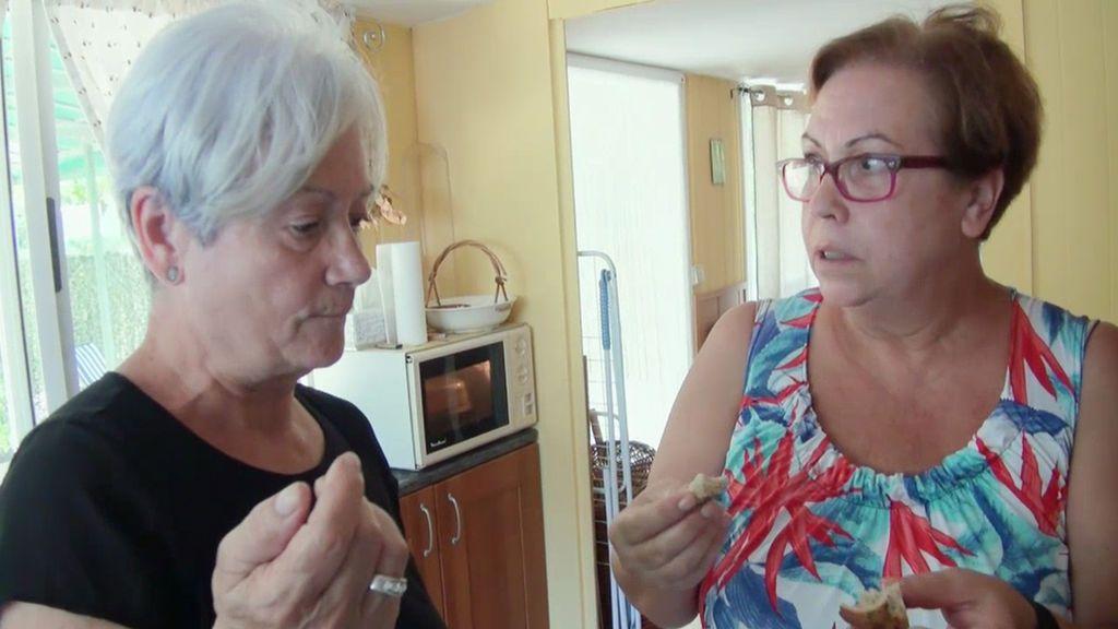 La madre de Samanta prueba su pan de harina de moscas (sin saber lo que era)