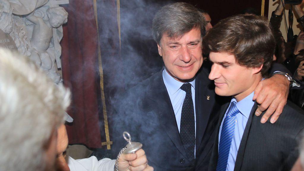 El dolor de Cayetano Martínez de Irujo y de la familia Alba en el funeral anual por la Duquesa