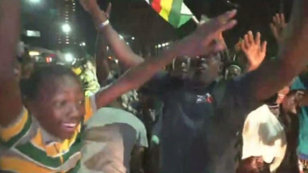 Después de 37 años aferrado al poder en Zimbabue, el presidente Mugabe dimite