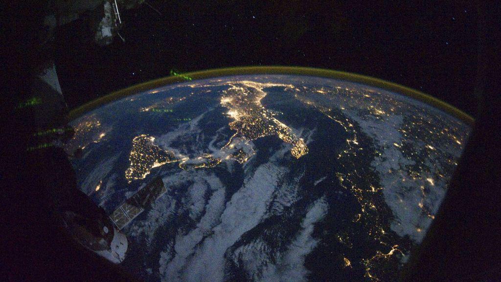 Un youtuber español asegura que la Tierra es plana y Pedro Duque le contesta en la Red