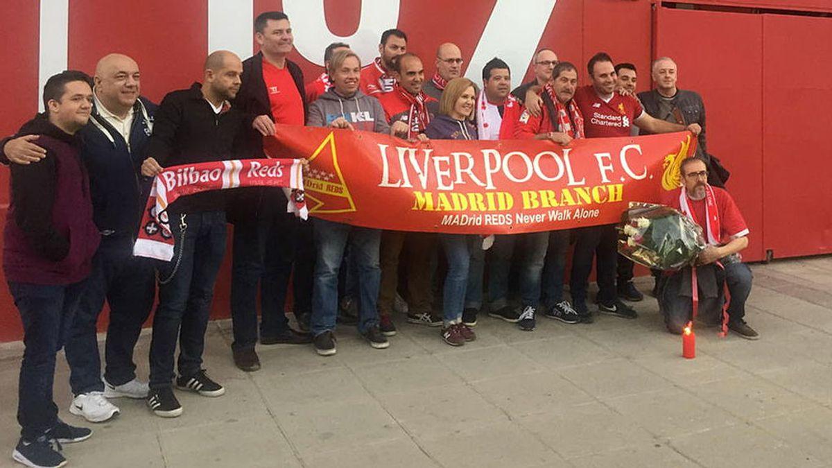 ¡Enorme los aficionados del Liverpool! Rinden homenaje a Antonio Puerta en el Sánchez Pizjuán