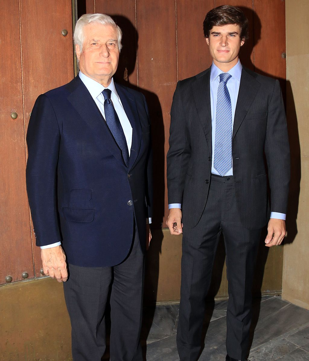 El Duque de Alba, Carlos Fitz-James Stuart, fue acompañado por su hijo