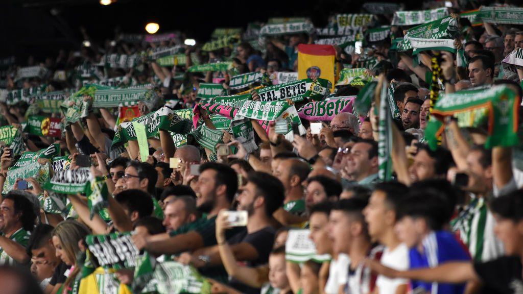 """""""En esta batalla los colores y la rivalidad no existen"""": el beticismo manda todo su apoyo a Berizzo, entrenador del Sevilla"""