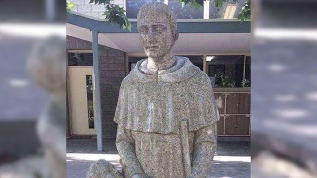 ¿Pene o pan? La estatua de un colegio católico que ha generado una gran polémica