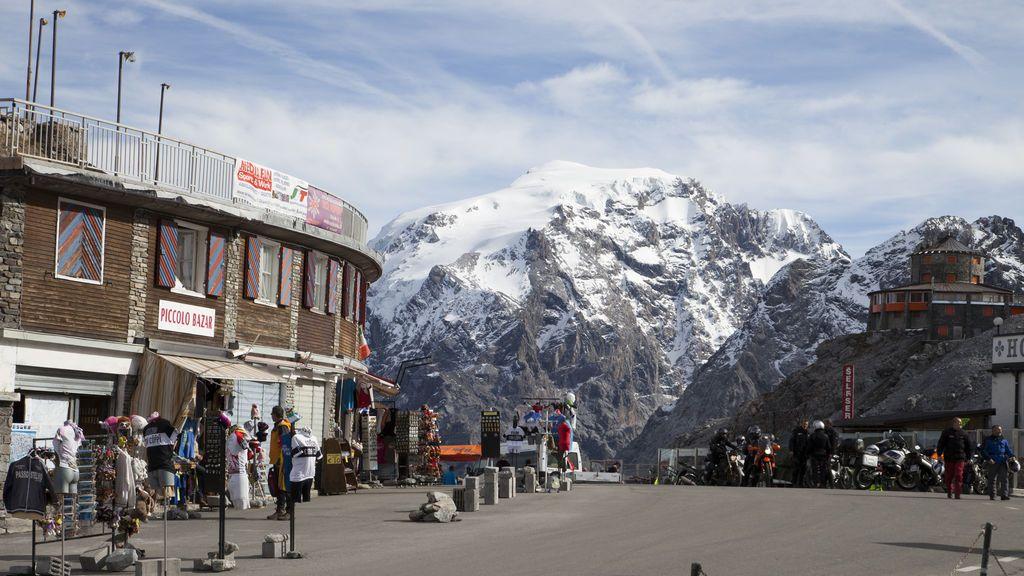 Un conductor de autobús muere en un accidente en Los Alpes para salvar a los pasajeros