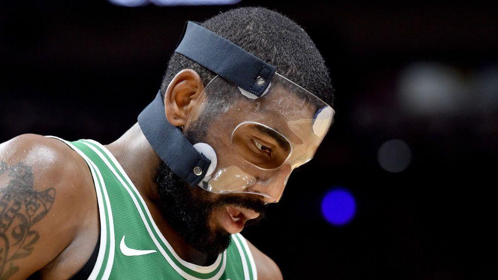 El guardia de los Boston Celtics, Kyrie Irving (11), reacciona durante la segunda mitad contra los Miami Heat en el American Airlines Arena.