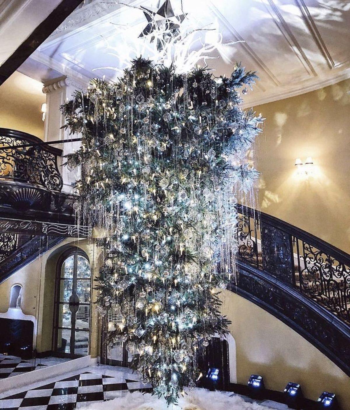 La nueva moda para estas fiestas:  árboles de navidad invertidos