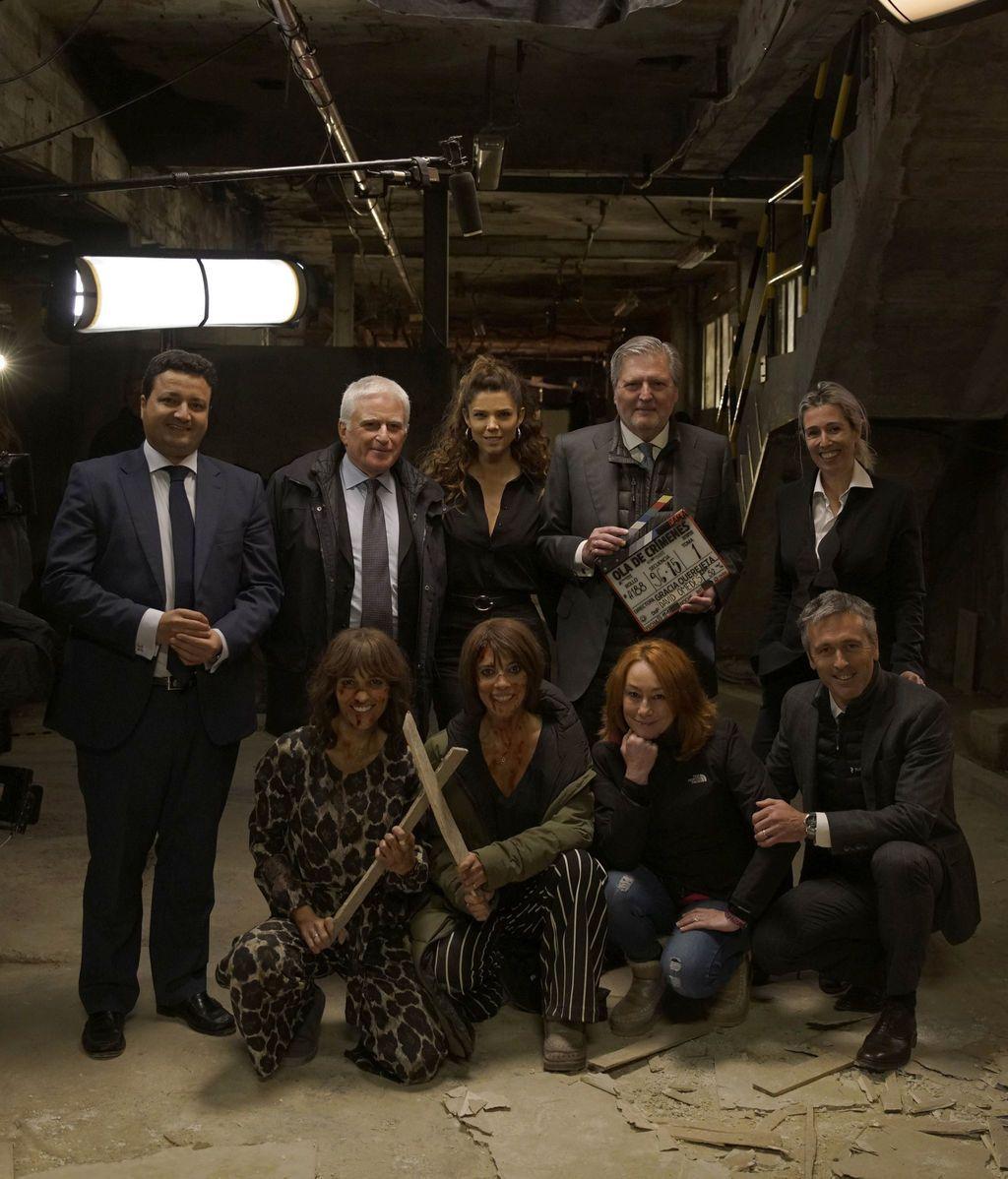 El rodaje de OLA DE CRÍMENES, dirigida por Gracia Querejeta, recibe la visita del ministro de Educación, Cultura y Deporte