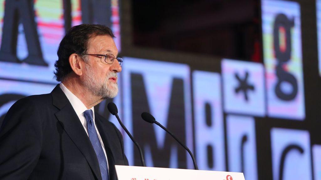 """Rajoy cree que España saldrá reforzada con la crisis política provocada por la """"deslealtad de los secesionistas"""""""
