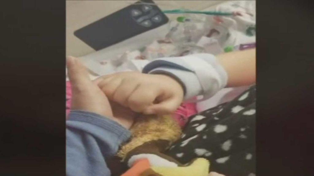 "La esperanza de una madre: ""Si me quieres, aprieta mi mano"""