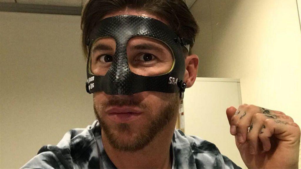 """""""Trabaja duro, sueña en grande"""": Ramos aparece por primera vez con la máscara y luce este mensaje"""
