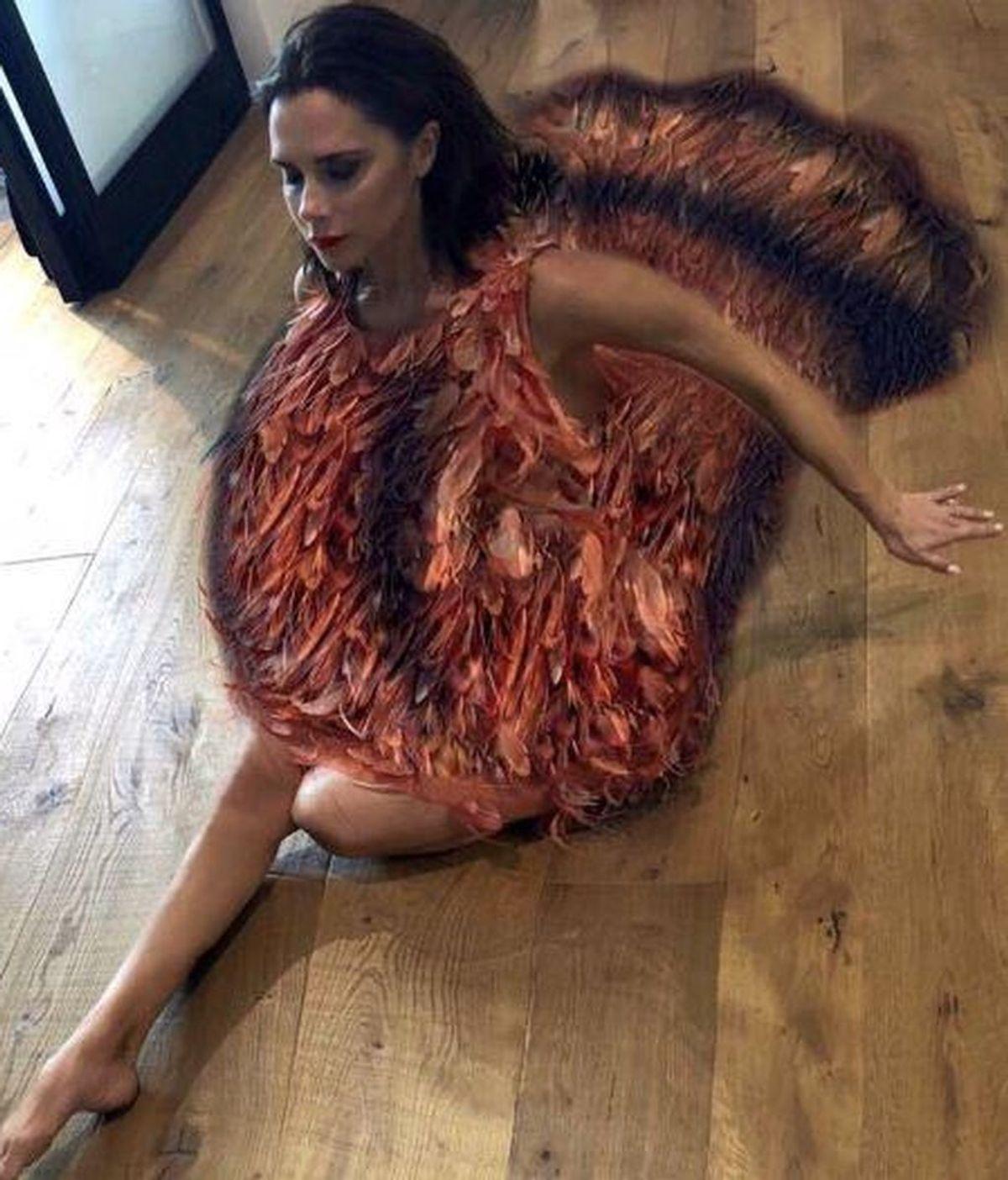 Victoria Beckham celebra el día de Acción de Gracias vestida de pavo
