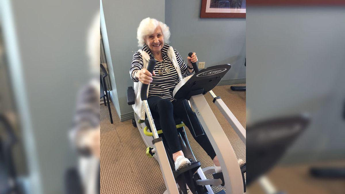 La imagen de una mujer, de 101 años, haciendo deporte triunfa en la Red