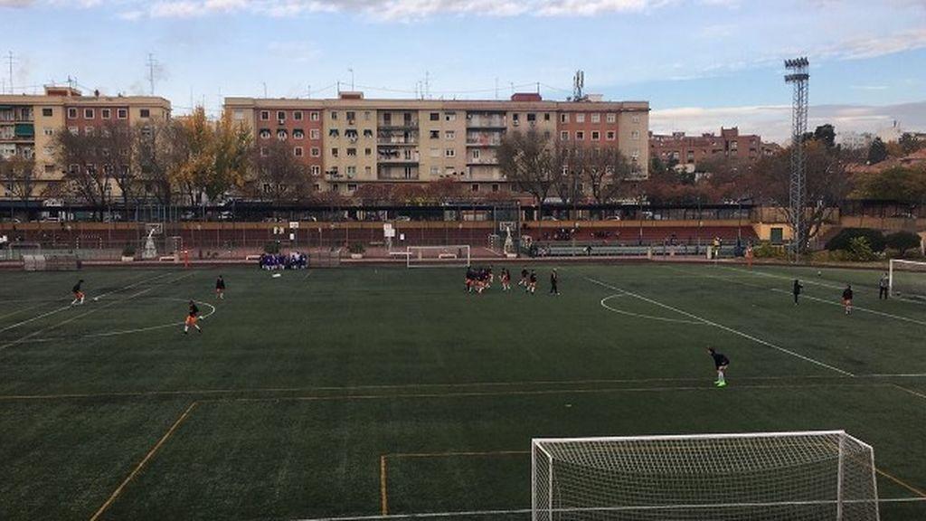 Partido de fútbol en el polideportivo de la Concepción, Madrid