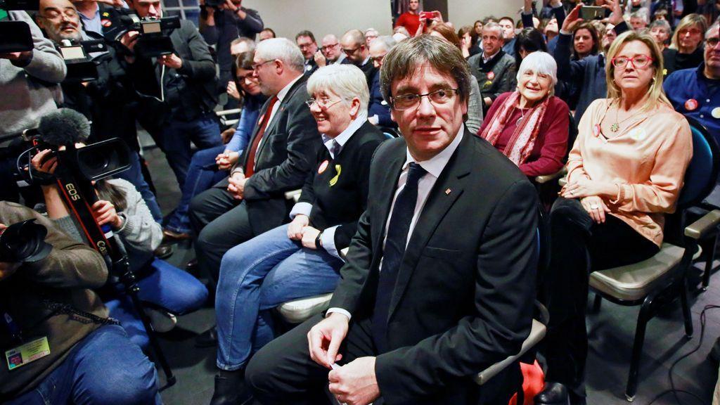 El expresidente de la Generalitat, Carles Puigdemont, ofrece una rueda de prensa en Brujas (Bélgica)