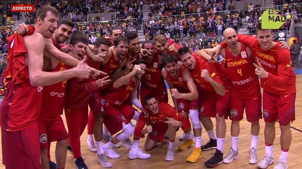 ¡Un equipo unido! La celebración de España tras ganar a Eslovenia