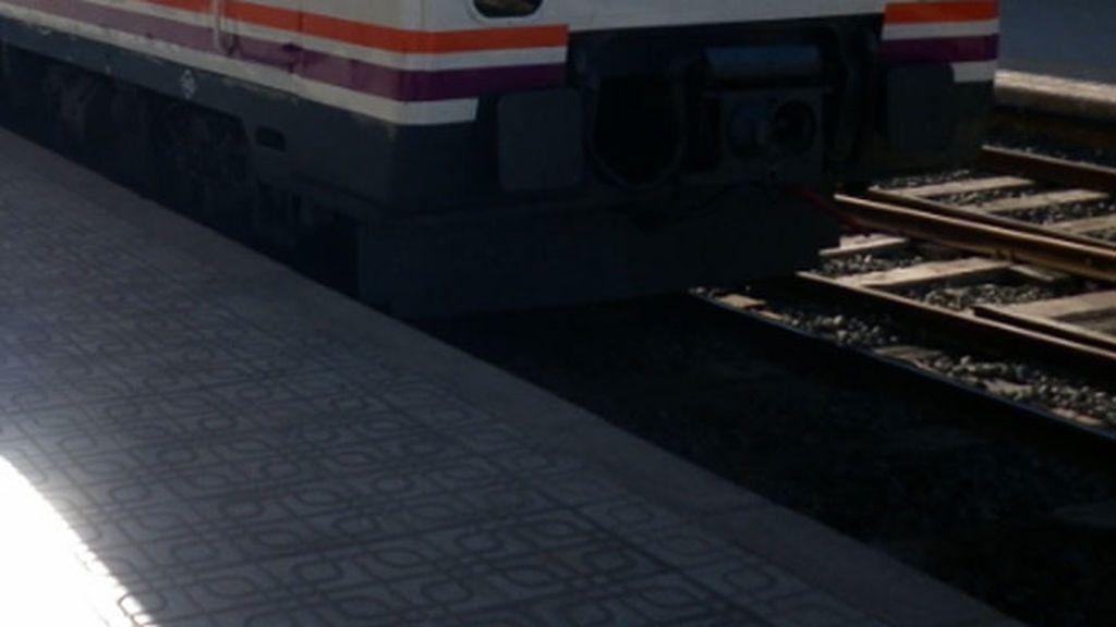 Una joven fallece y otro resulta herido grave al ser arrollados por un tren en Cartagena