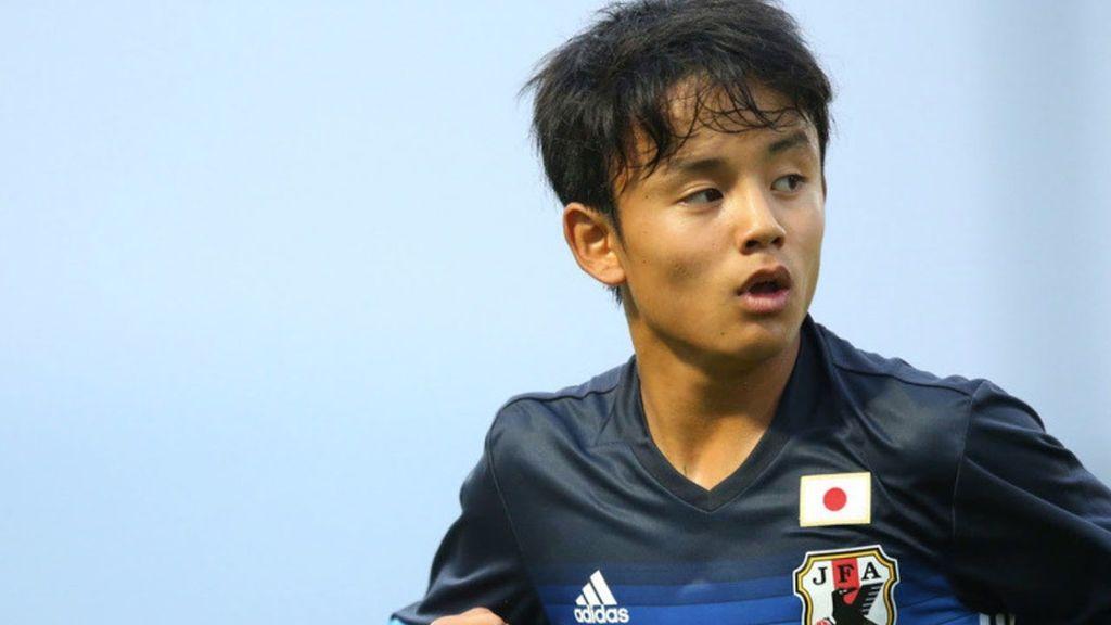 Debuta en la primera división japonesa con 16 años tras salir de 'La Masía' por la sanción FIFA