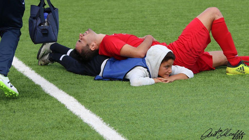 ¡La increíble maniobra de primeros auxilios de un recogepelotas con un rival que había perdido la respiración!
