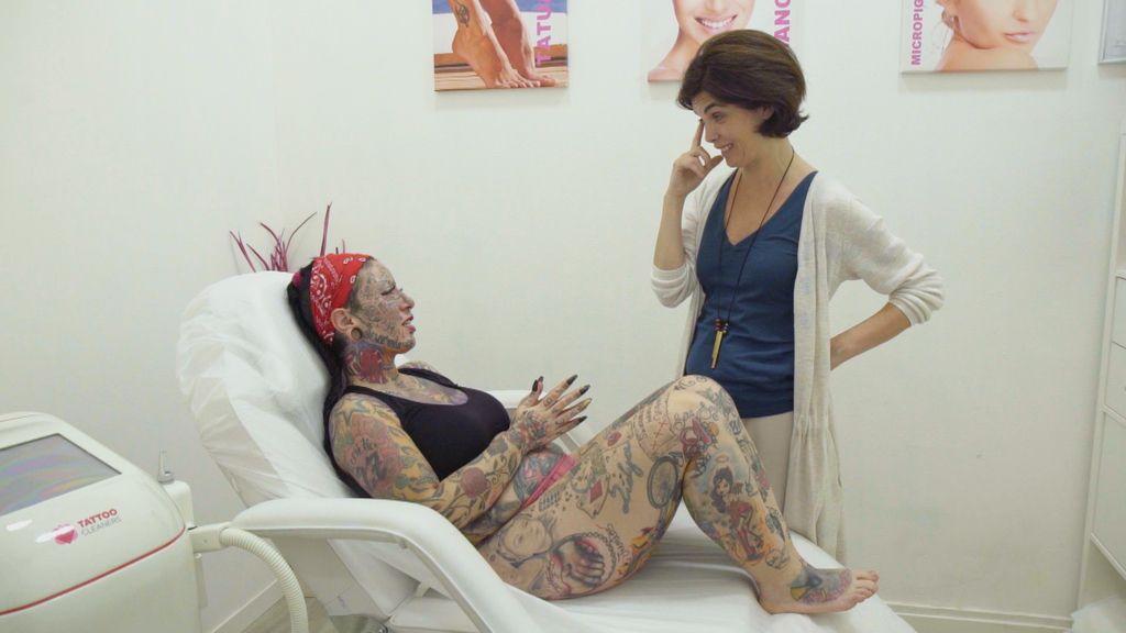 La periodista Samanta Villar explora distintas formas de belleza en 'Samanta y...'.