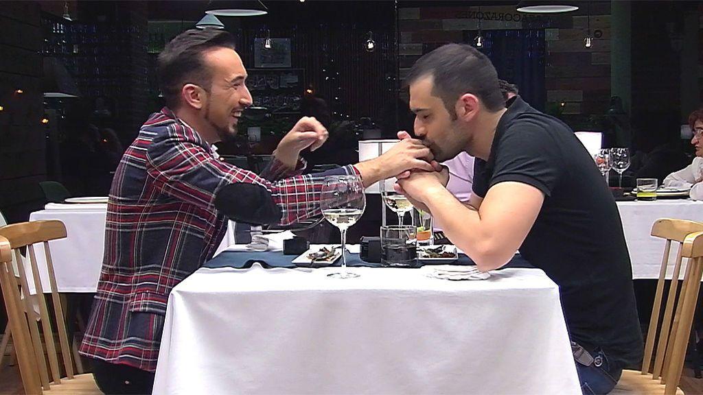 ¡Sube la temperatura! Los momentos más calientes de la cita entre Juan y Manuel