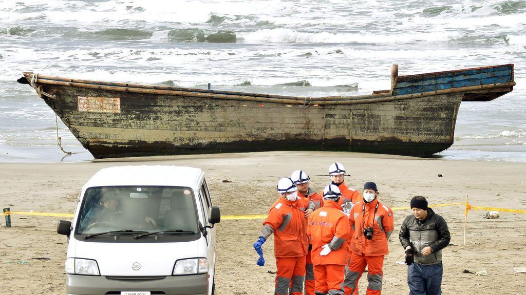 Un bote con ocho cadáveres llega arrastrado a las costas de Japón
