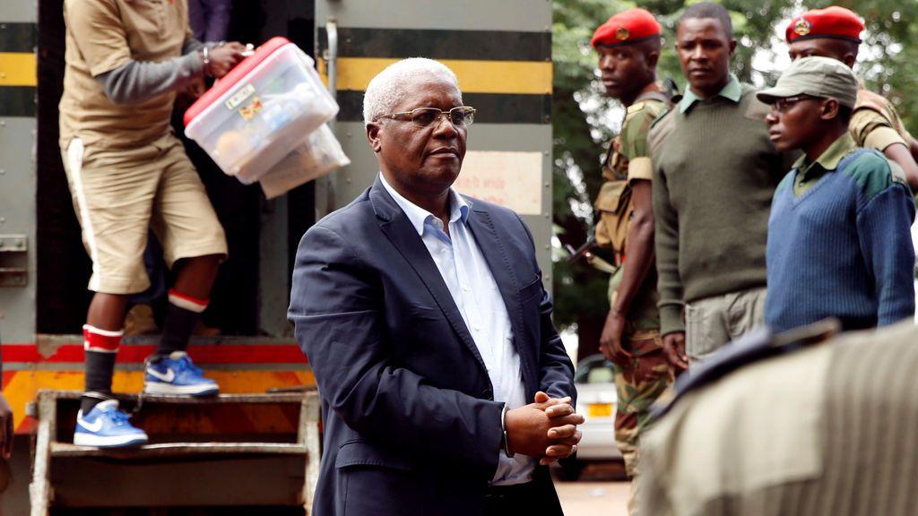 El ex ministro de Finanzas de Zimbabue Ignatius Chombo llega a la corte para enfrentar acusaciones de corrupción, en Harare, Zimbabwe
