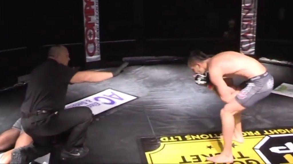 ¡El KO más salvaje de la MMA! Noquea a su rival de una patada en la cabeza y se asusta al verle caer