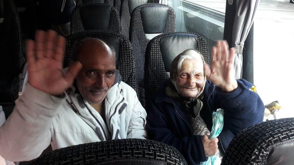 La anciana 'sin techo' golpeada en la calle viaja a Rumanía para pasar las Navidades