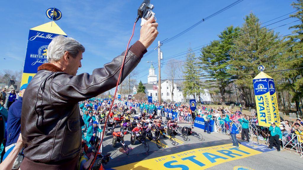 Perdió las piernas en el atentado de Boston, tres años después volvió al mismo lugar y cruzó la meta de la maratón