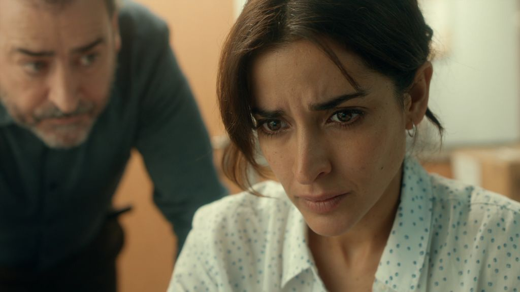 Las cámaras del aeropuerto revelan a Lucía la dura verdad sobre su marido