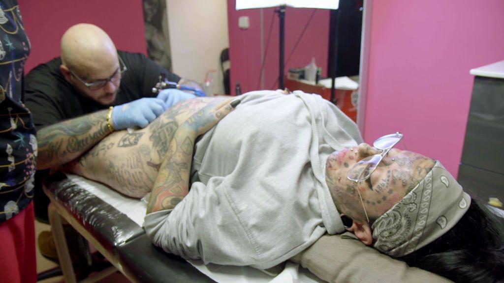 Samanta y | ¿El tatuaje es bello? Esta mujer se tatúa hasta