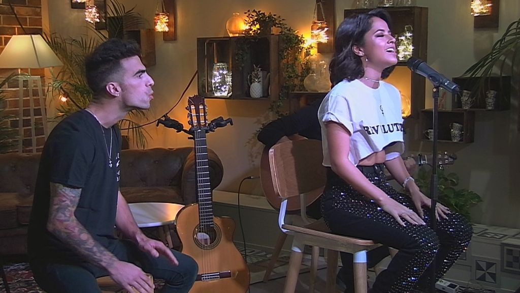 La cantante californiana Becky G visita el restaurante de 'First dates'.