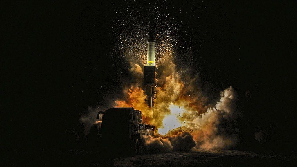 El misil Hyunmoo II de Corea del Sur se dispara durante un ejercicio en una ubicación indefinida en la costa este de Corea del Sur,