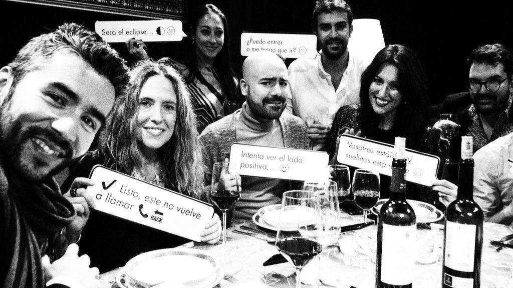 Cristina Gascón, otros periodistas y su equipo de Comunicación de Mediaset