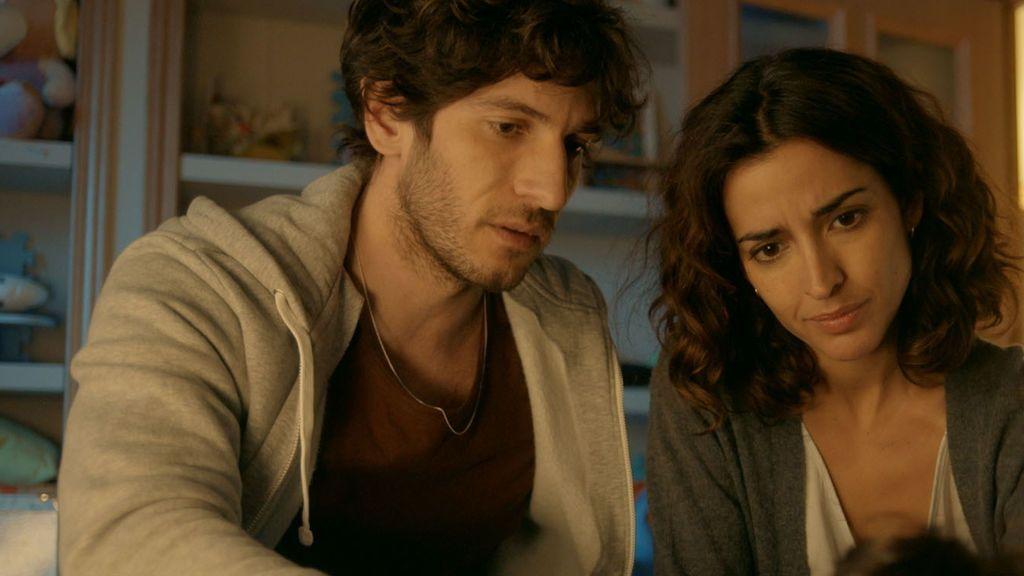 Los actores Quim Gutiérrez (José) e Inma Cuesta (Lucía) en 'El accidente'.