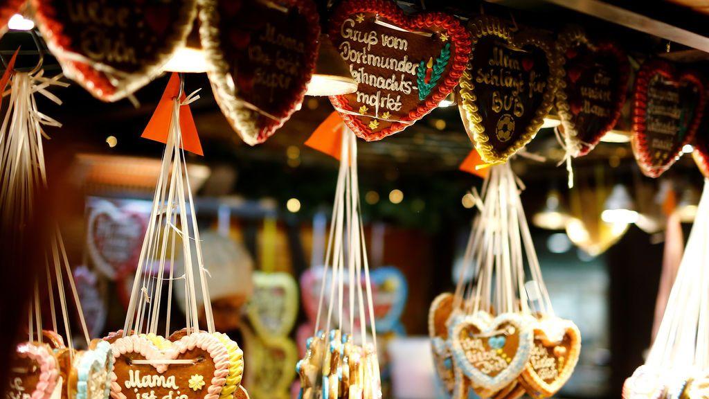 Corazones de gengibre en el mercado navideño de Dortmund, Alemania