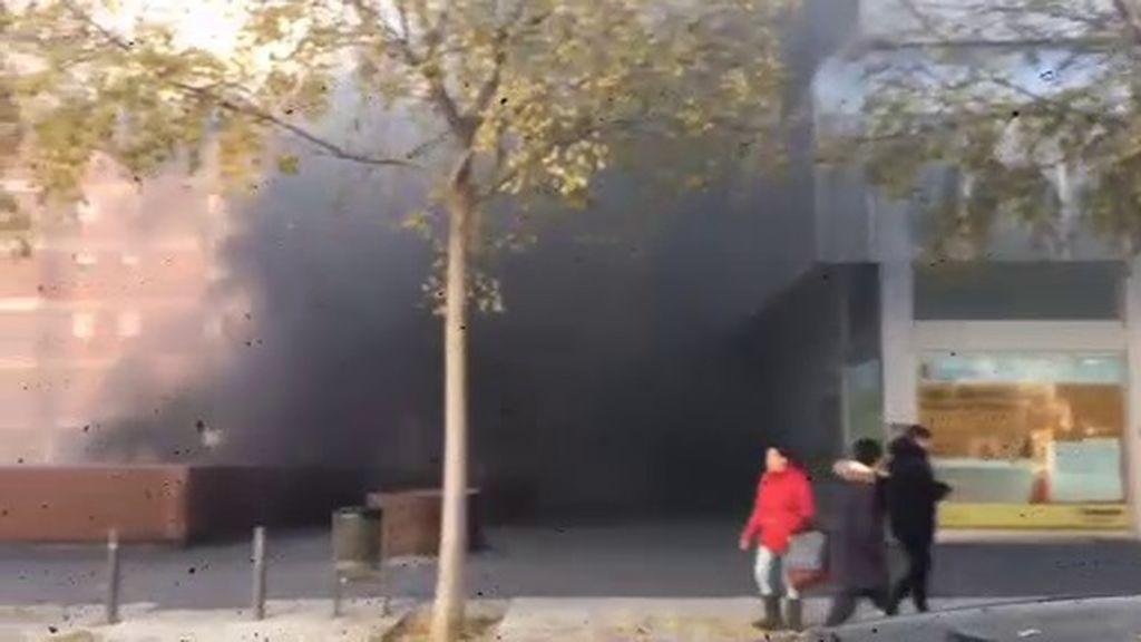Fallece un hombre en la explosión de un coche en un parking de Viladecans