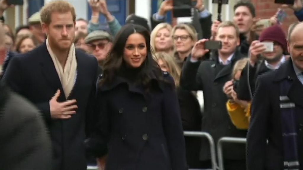 Baño de masas del príncipe Harry y Meghan Markle en su primer acto oficial como prometidos