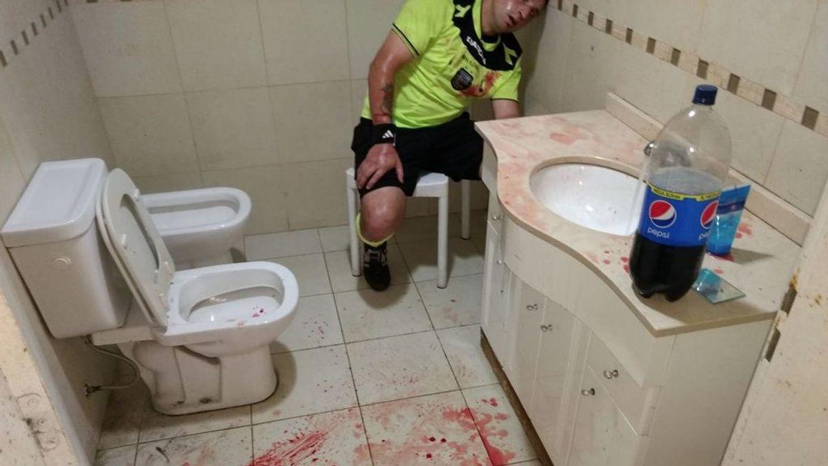 ¡Conmoción en Argentina! Un árbitro sufre una brutal paliza en un partido de fútbol