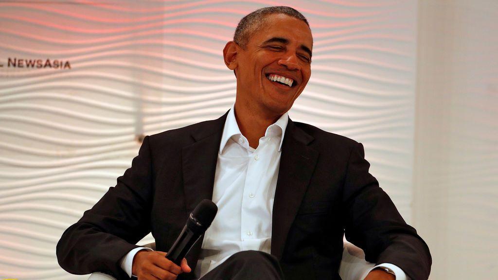 El ex presidente de los Estados Unidos, Barack Obama, reacciona durante una Cumbre de Liderazgo en Delhi, India